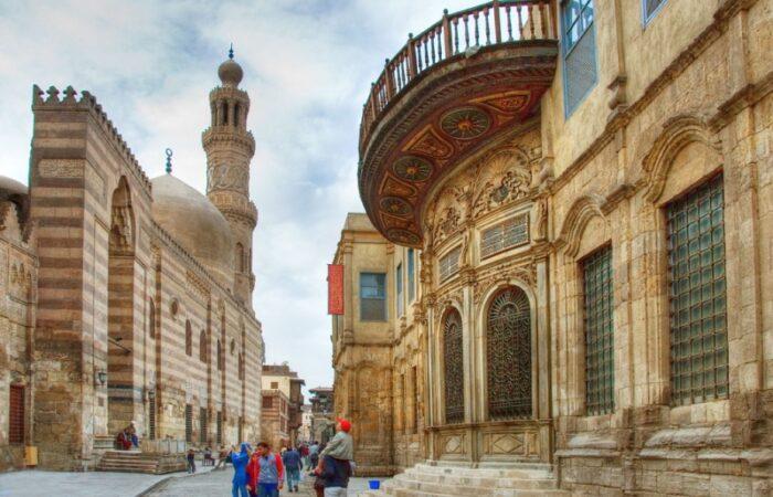 Muizz street, al moez street, islamic cairo tour, deluxe tours egypt, El Muizz street, islamic cairo walking tour