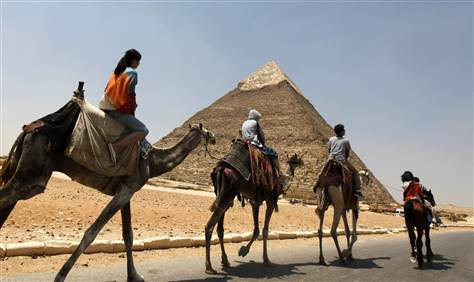 Giza Pyramid tour, camel ride at Giza pyramid, Cairo pyramids tour, camel ride pyramids of Giza, cairo tour to Pyramids of Giza