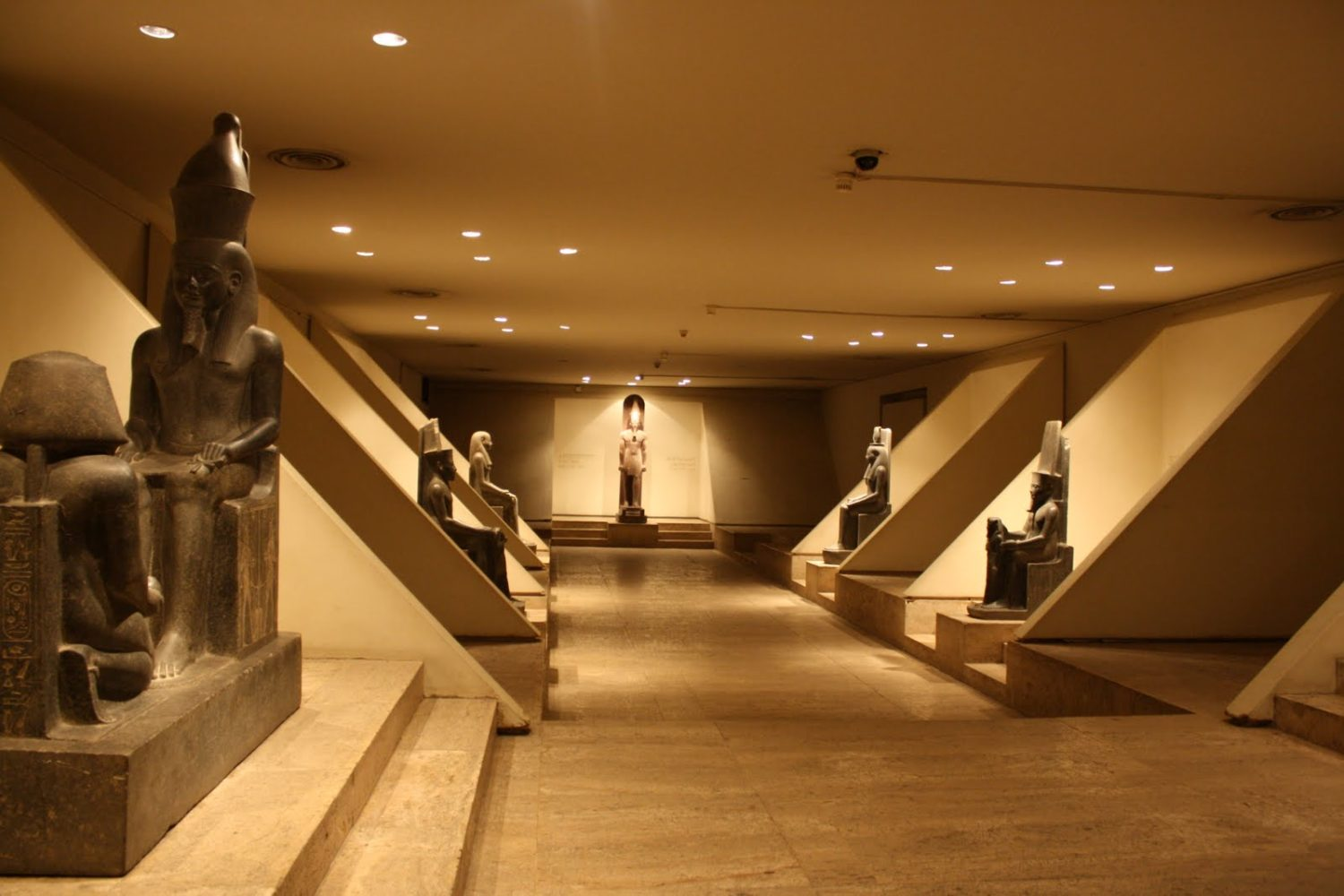 Luxor Museum and Mummification museum
